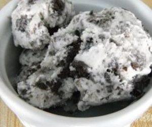 Easy Cookies 'n' Cream Ice Cream