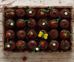 Strawberry Patch Pull-Apart Cupcakes